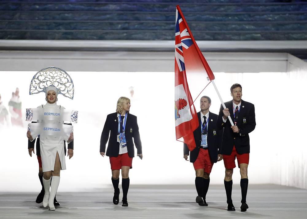 По сравнению с Того и Зимбабве – Бермуды являются завсегдатаями зимних Олимпийских игр. Игры-2014 в Сочи для государства с населением 67 тыс. человек стали седьмыми в истории страны. На фото: знаменосец сборной лыжник Таккер Мерфи на церемонии открытия