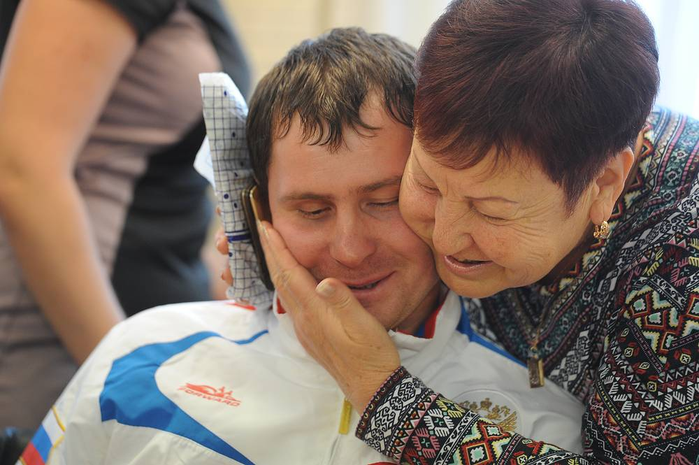 Председатель областной организации Всероссийского общества слепых Мария Юдина  пожелала паралимпийца Александру Федоруку успехов на паралимпиаде