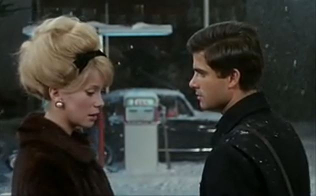 Финальная сцена с Катрин Денев (жена ювелира) и Нино Кастельнуово (владелец заправки и автомастерской)