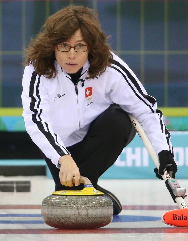 Мирьям Отт (42), керлингистка сборной Швейцарии. Для Отт Игры в Сочи являются четвертыми в карьере. Не считая себя профессиональной спортсменкой, швейцарка является двукратным серебряным призером Игр 2002 и 2006, чемпионкой мира и Европы