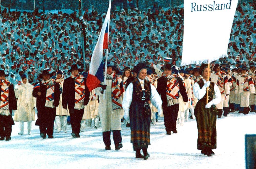 Российская сборная во время церемонии открытия Игр-1994 в Лиллехаммере. Знаменосец российской сборной - Сергей Чепиков
