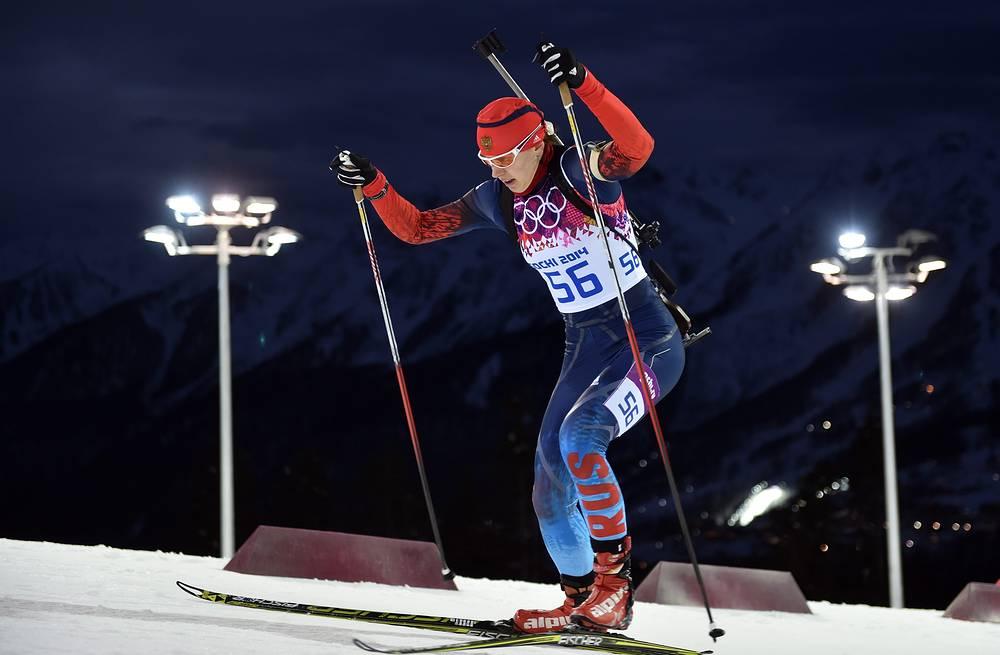 """Биатлонистка Ольга Вилухина выиграла серебряную медаль, заняв второе место в спринтерской гонке. Спортсменка не допустила ни одного промаха на двух огневых рубежах и показала результат 21 минута 26,7 секунды. """"Я провела лучшую гонку в карьере"""", - призналась Вилухина"""
