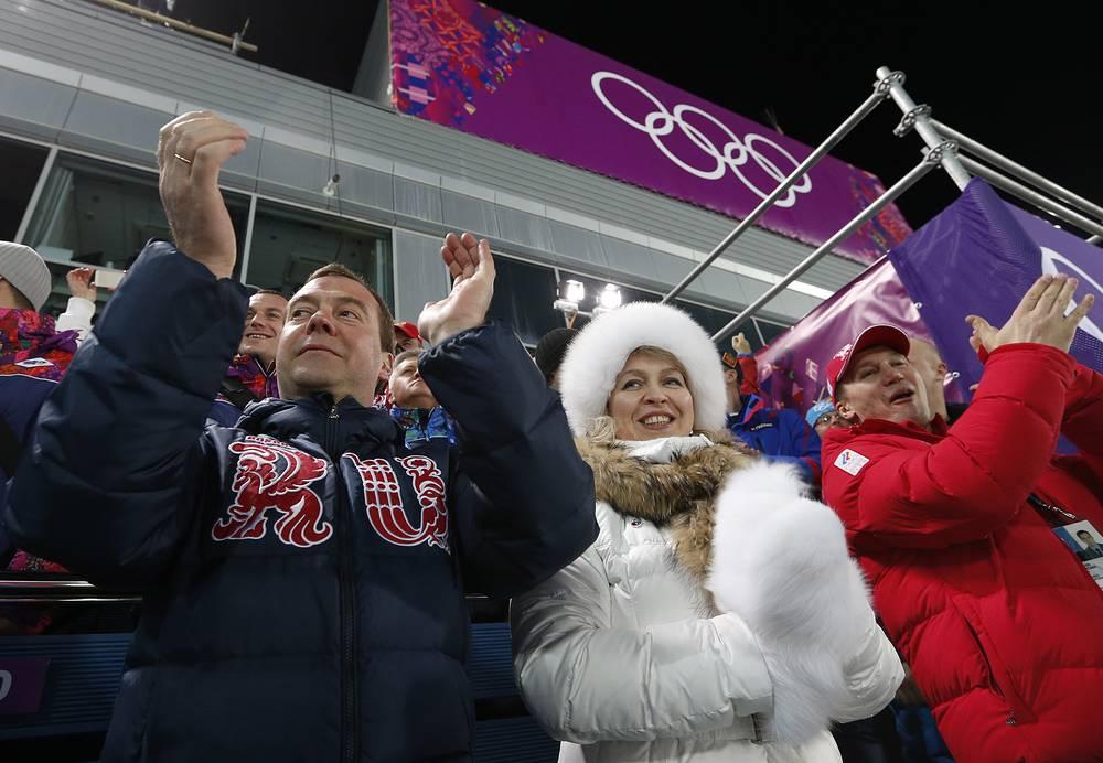 Премьер-министр РФ Дмитрий Медведев с супругой Светланой на соревнованиях по биатлону среди мужчин