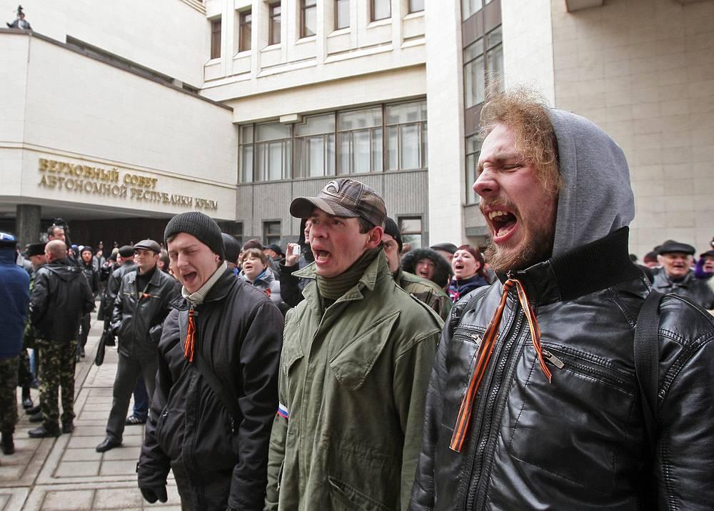 26 февраля. Симферополь. Митинг у здания Верховного Совета Крыма