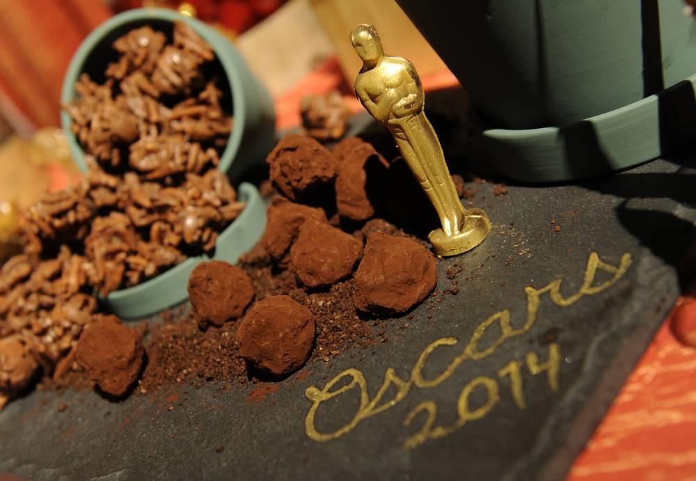 Сразу после раздачи наград победители и номинанты отправятся на ежегодный бал от имени президента академии. Всего ожидается 1,5 тыс. звездных гостей