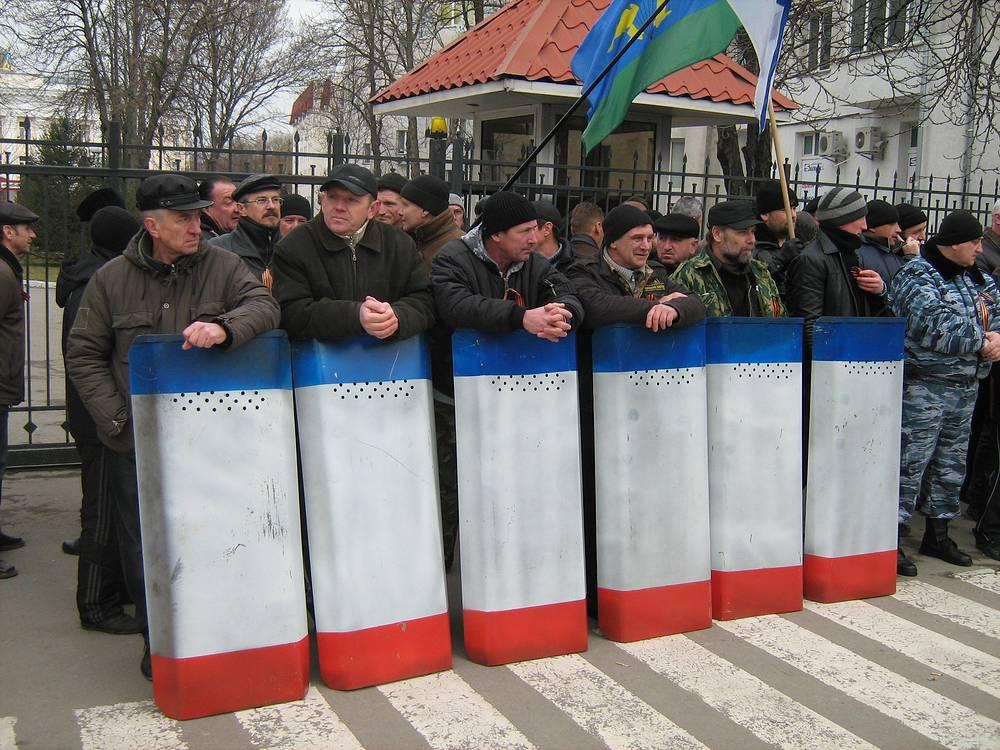 У здания МВД Крыма
