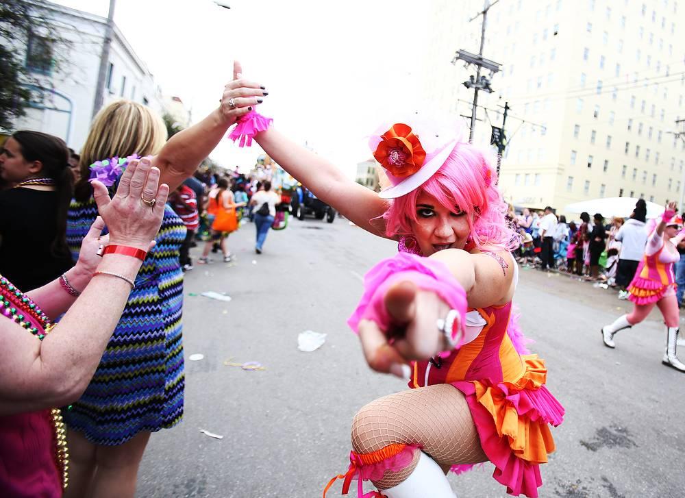 Наряды зрителей карнавала зачастую не уступают в оригинальности нарядам его участников