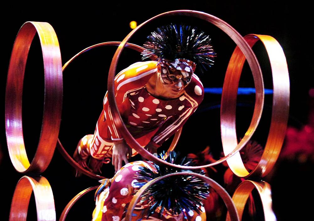 Премьера шоу Dralion состоялась в 1999 году в Монреале. На фото: 2005 год, Цюрих, Швейцария