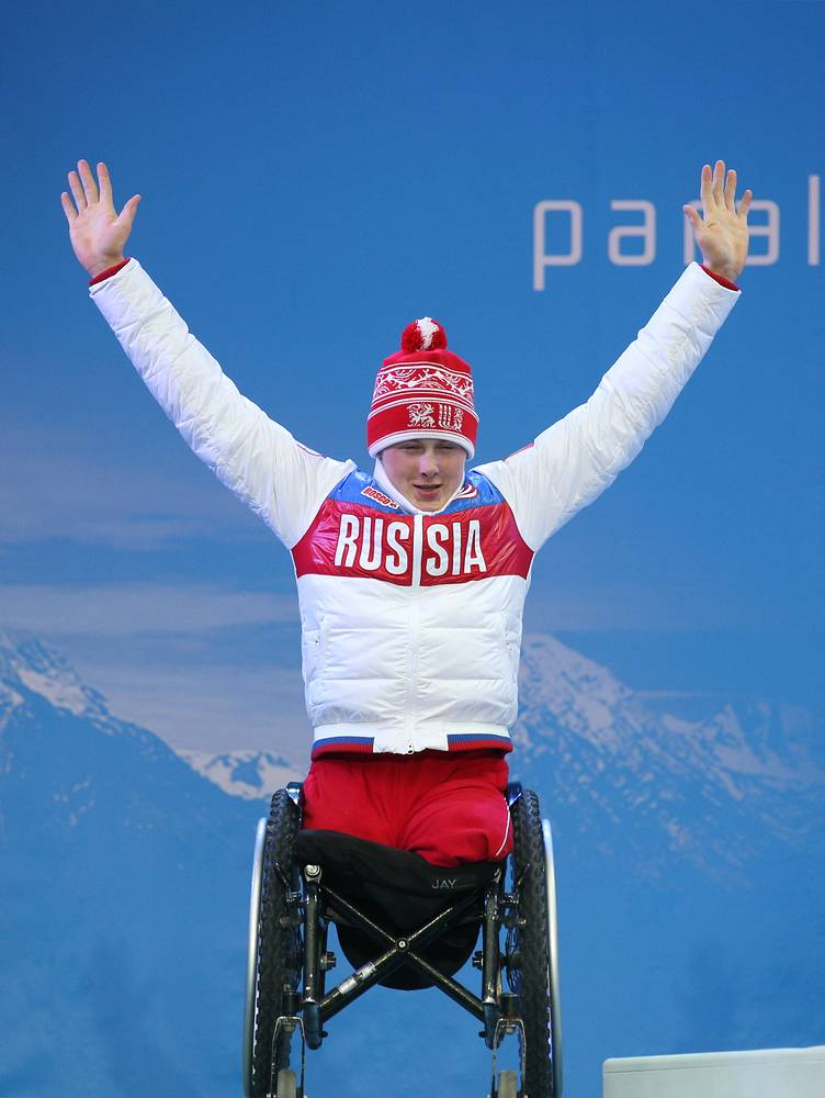 Лыжник  Григорий Мурыгин завоевал золотую медаль в открытой эстафете по лыжным гонкам в составе сборной России