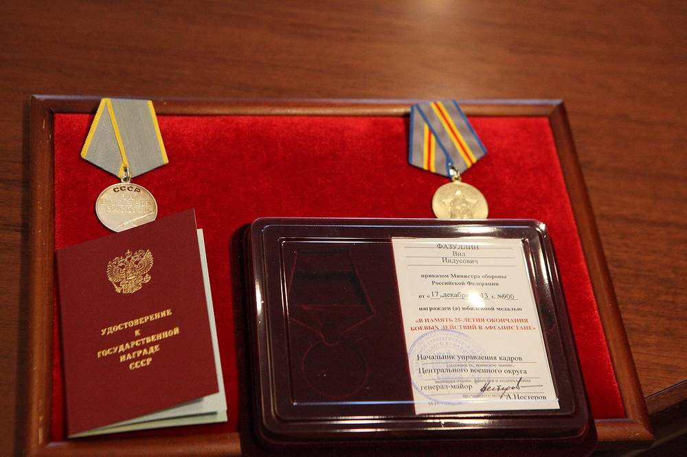 """Медаль """"За боевые заслуги"""" ветерана боевых действий в Афганистане Вила Фазуллина"""