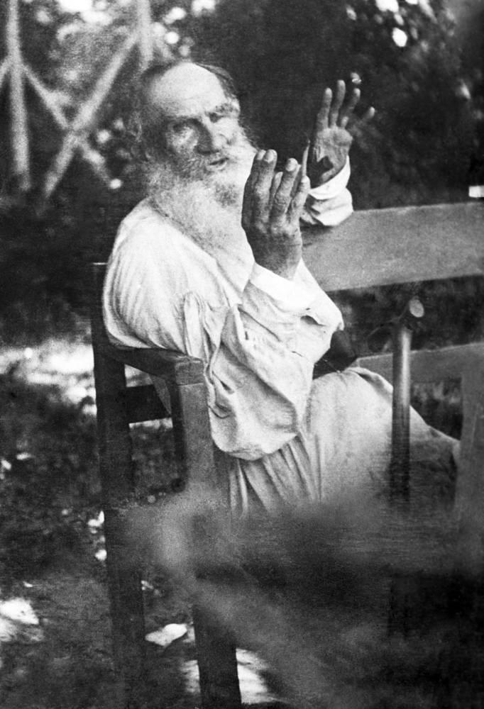 """Лев Толстой: """"Добродетель несовместима с бифштексом, и как только пожелают быть добрыми - бросают мясную пищу"""""""