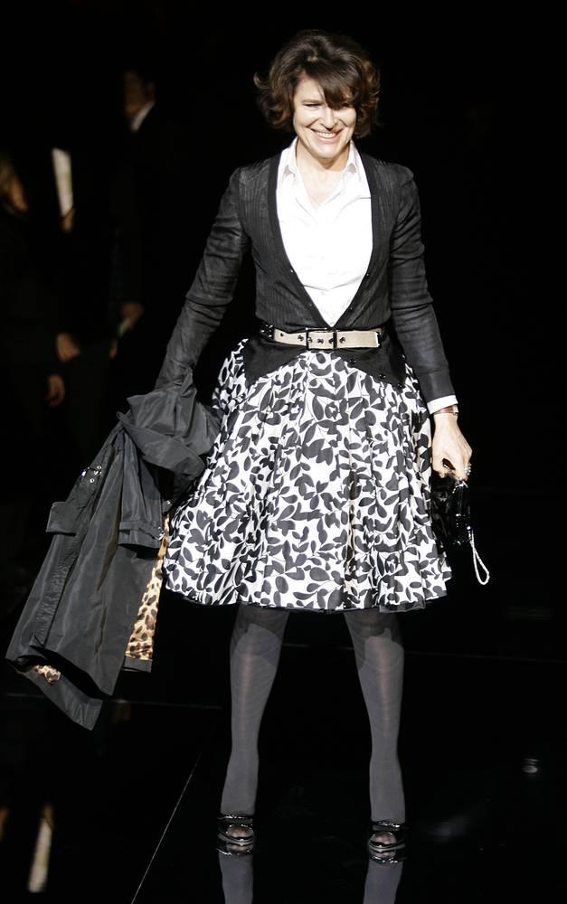 Фанни Ардан представляет одежду  Dolce & Gabbana на Неделе моды в Милане, 2008 год