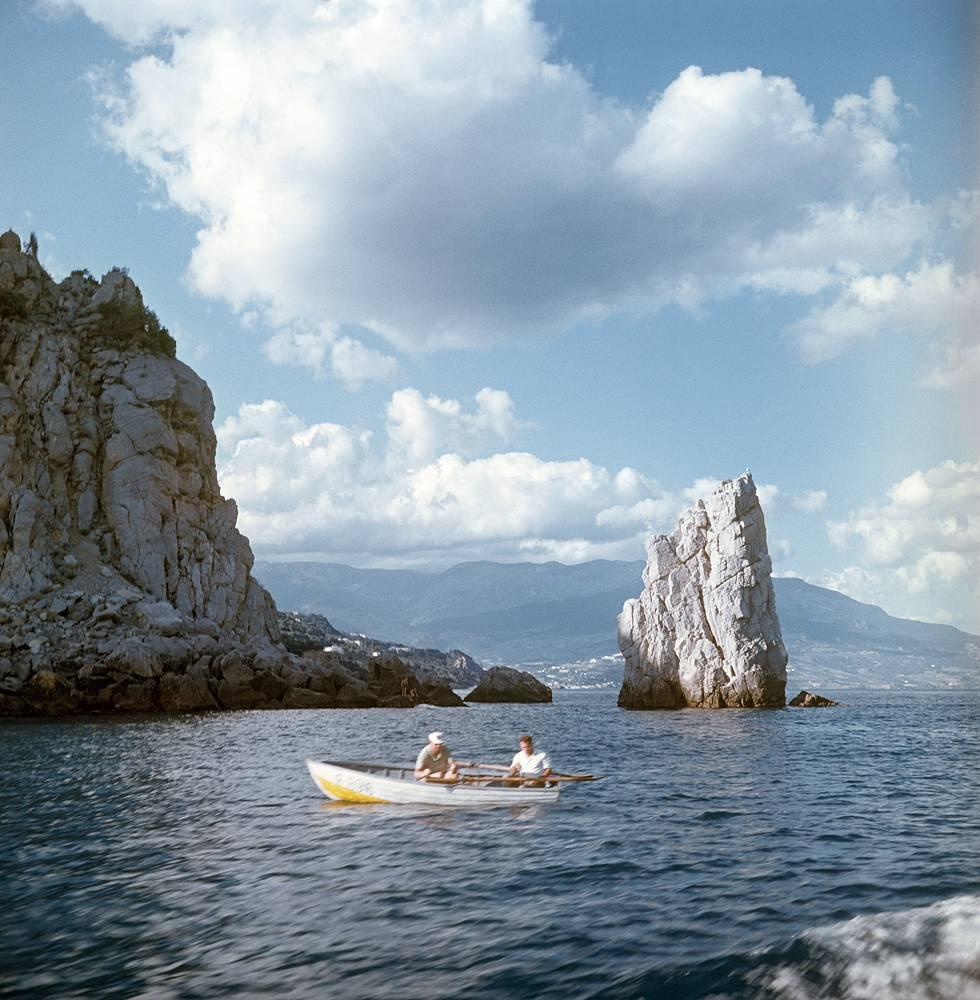 Рыбаки в лодке на Черном море, 1970 год
