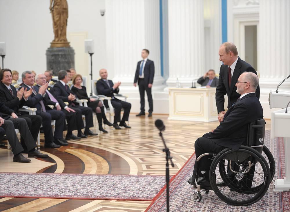 Президент России Владимир Путин и президент Международного паралимпийского комитета Филипп Крейвен