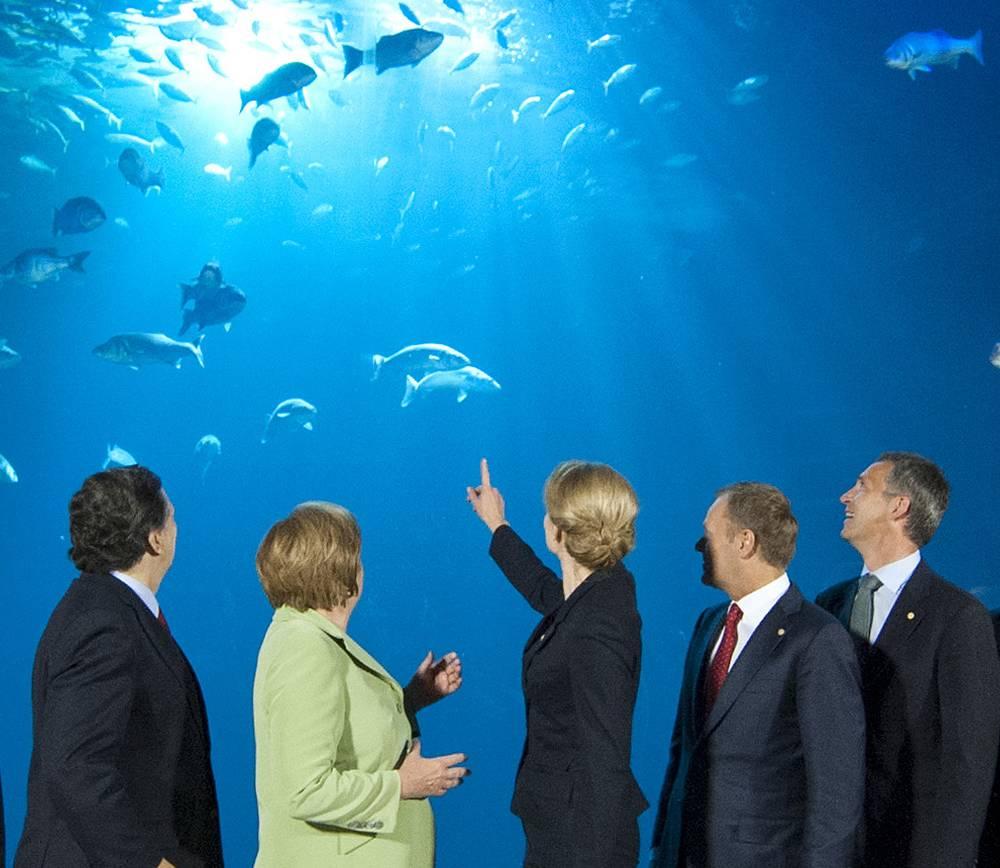 Йенс Столтенберг (справа) и первые лица стран Евросоюза