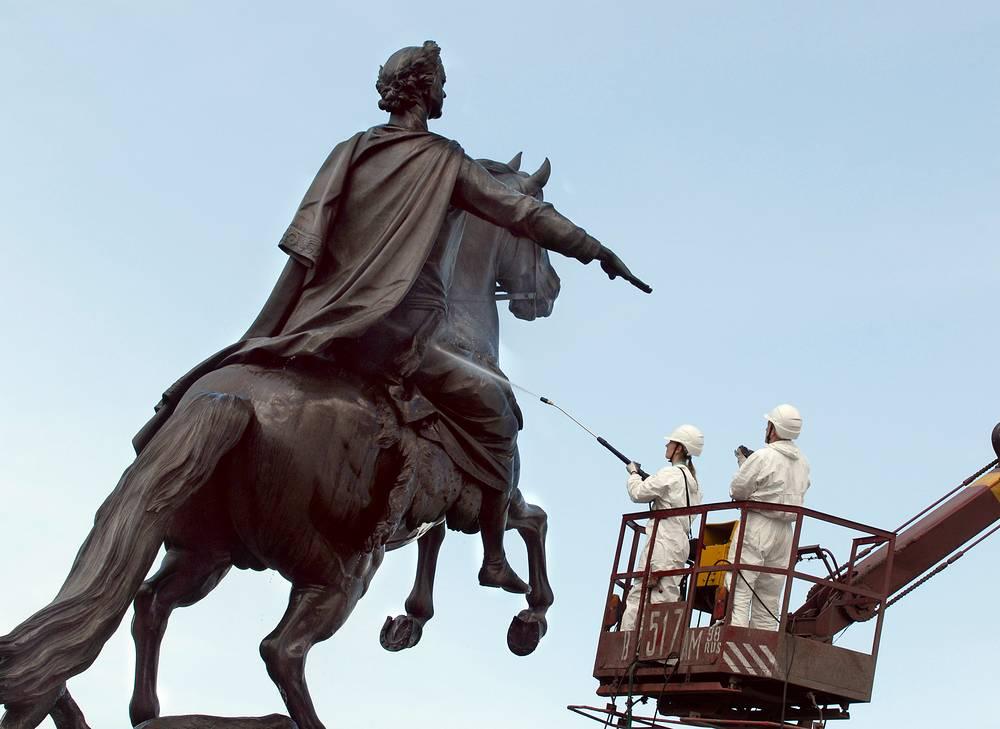 Памятник Петру Первому (Медный Всадник) в Санкт-Петербурге.