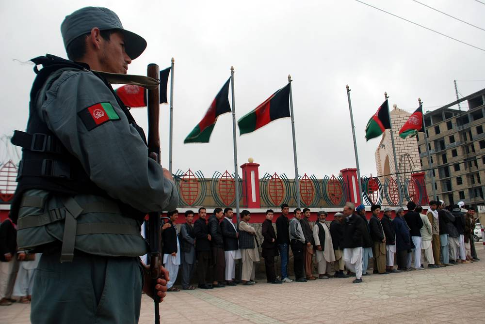 В поддержании порядка принимают участие около 350 тыс. военнослужащих и полицейских
