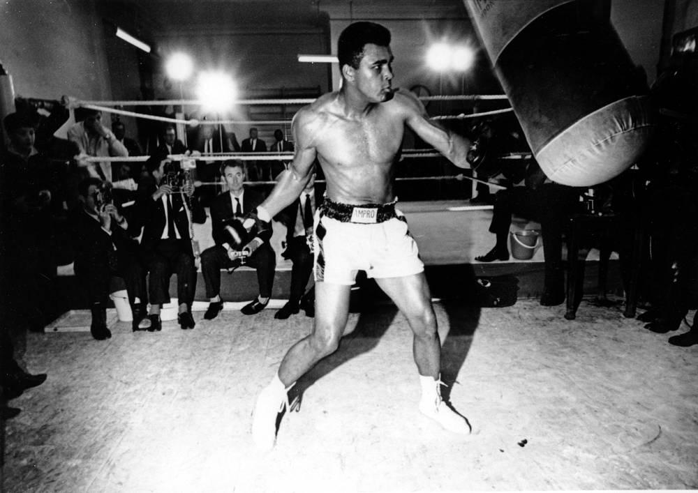 Болезнью Паркинсона также страдал боксер Мухаммед Али. Диагноз спортсмену поставили спустя три года после последнего боя в 1981 году. В СМИ появились исследования о вреде бокса для человека, однако Али настаивал, что бокс является главной возможностью для афроамериканцев добиться успеха в жизни