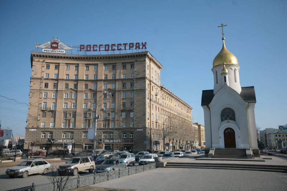 В 1998 году Чернобровцев сделал роспись восстановленной часовни во имя Святителя и Чудотворца Николая - одного из символов Новосибирска