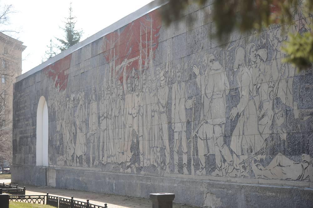 Панно «Памяти павших» (Реквием) в сквере Героев революции