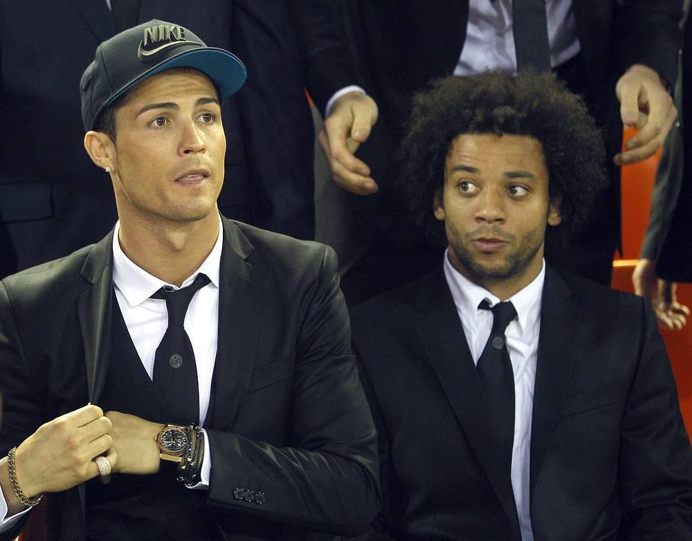"Футболисты ""Реала"" Криштиано Роналду и Марсело Виейра наблюдают за ходом финала"