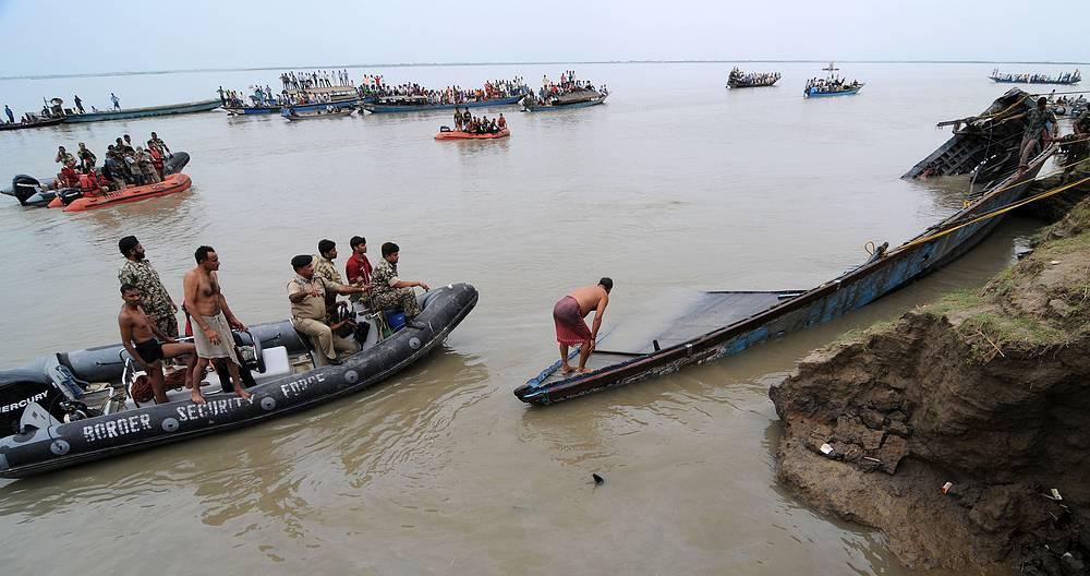 30 апреля 2012 года в Индии (штат Ассам) во время шторма на реке Брахмапутра затонул переполненный пассажирский паром, на борту которого находились около 350 человек