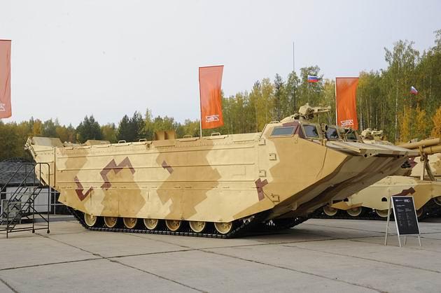 Плавающий гусеничный транспортер ПТС-4