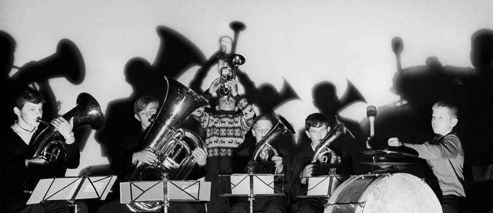 Репетиция школьного духового оркестра в колхозе имени С.М.Кирова. СССР. 1971 год