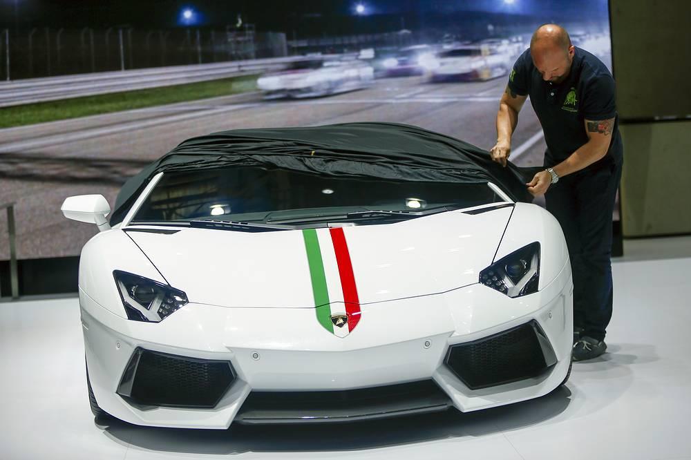Еще одна премьера Lamborghini в Пекине - суперкар Aventador, пришедший на смену Lamborghini Murcielago