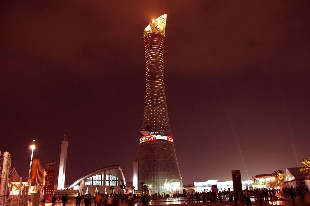 Aspire Tower в столице Катара Дохе представляет собой гиперболоидную конструкцию из стали, напоминающую факел. 318-метровое здание является самым высоким в городе