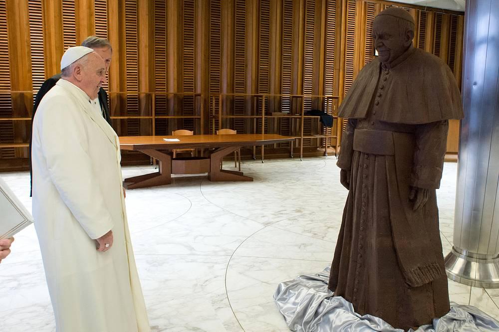 В феврале 2014 года во время коллективной аудиенции кондитеры преподнесли папе римскому Франциску его шоколадную копию в натуральную величину, а также полторы тонны шоколада