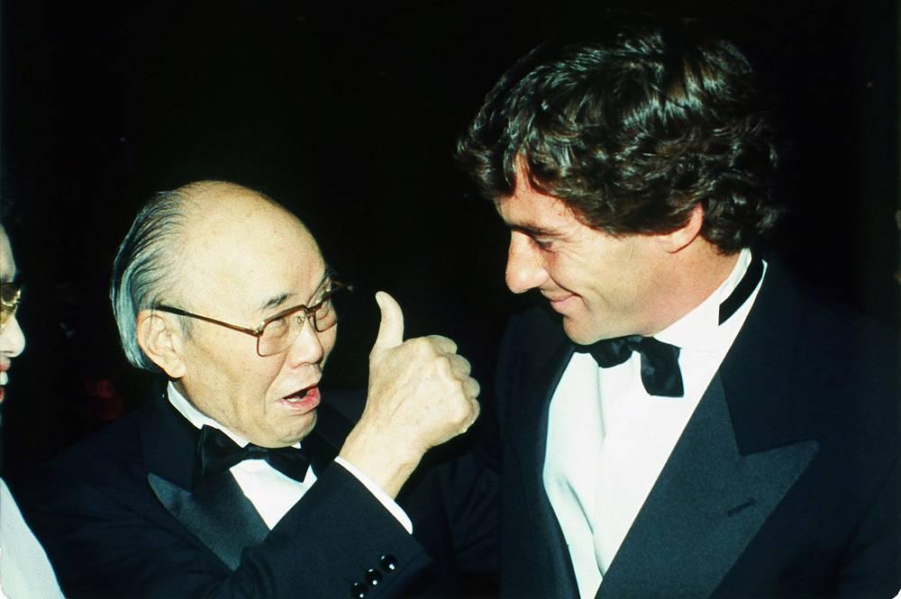 Основатель компании Honda Соитиро Хонда и Айртон Сенна на торжественном вечере в Париже по окончании сезона 1990 года