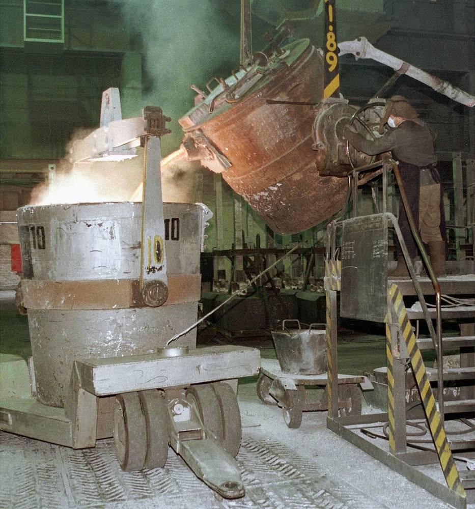 Цех электролиза Красноярского алюминиевого завода