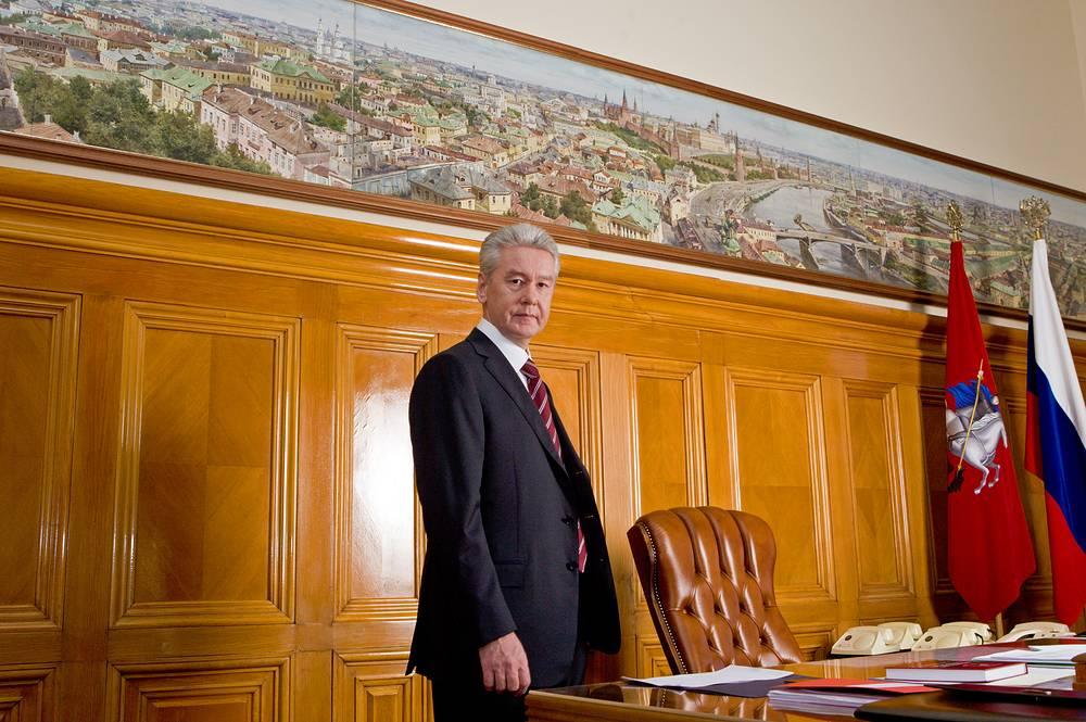 Мэр столицы Сергей Собянин в своем рабочем кабинете в мэрии Москвы
