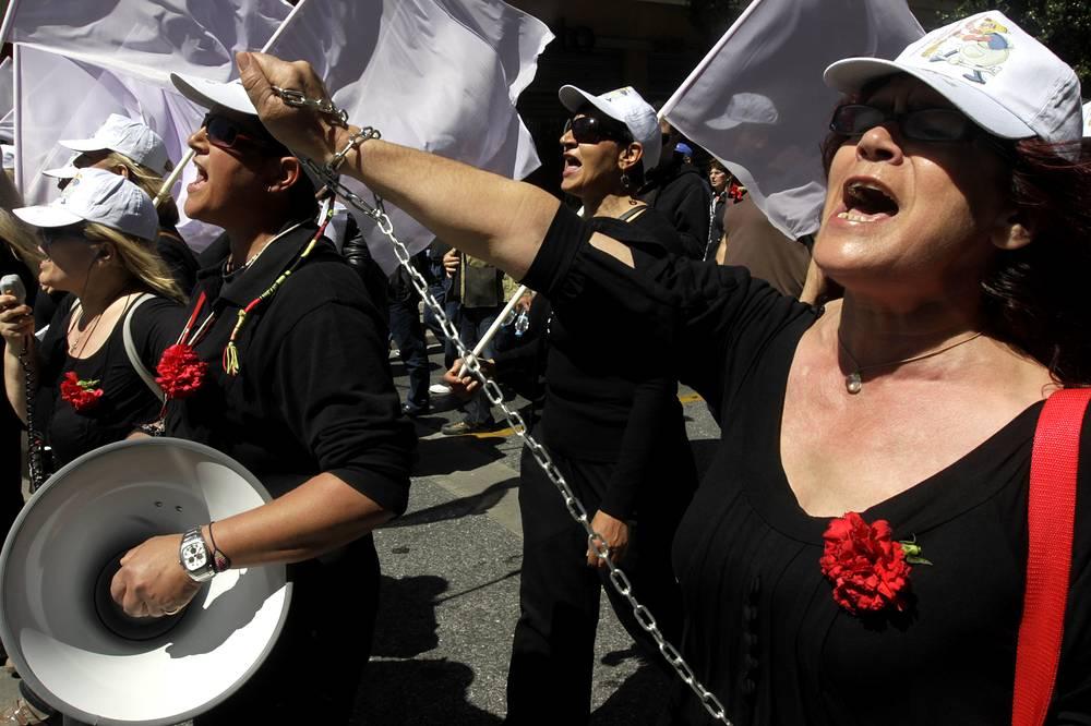 Манифестации проводились в рамках объявленной 1 мая профсоюзами 24-часовой забастовки