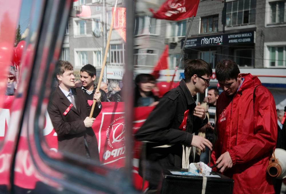 Первомайское шествие КПРФ в центре Новосибирска