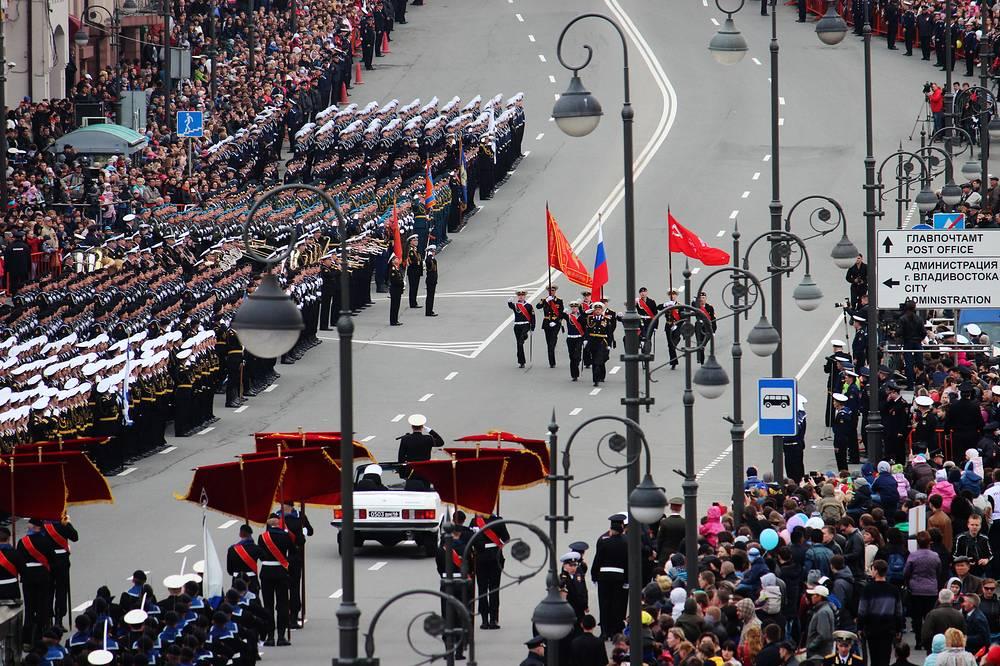 Во Владивостоке в параде в честь Дня Победы приняли участие полторы тысячи военнослужащих