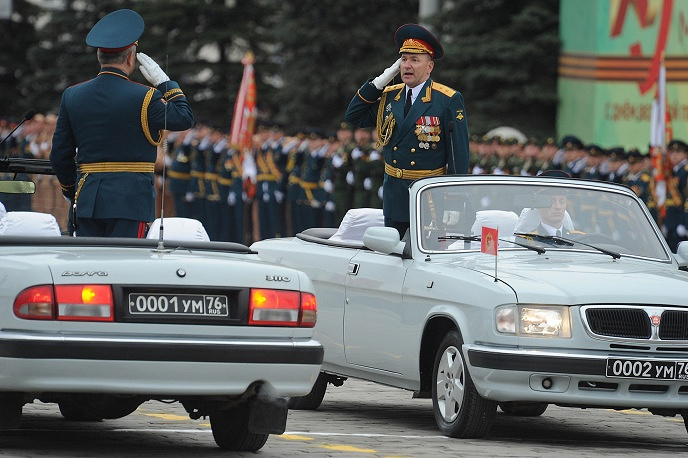 Около полутора тысяч человек приняли участие в военном параде, посвященном Дню Победы в Екатеринбурге. В Параде проследовали танки Т-72, системы залпового огня, самоходные артиллерийские установки, БТРы