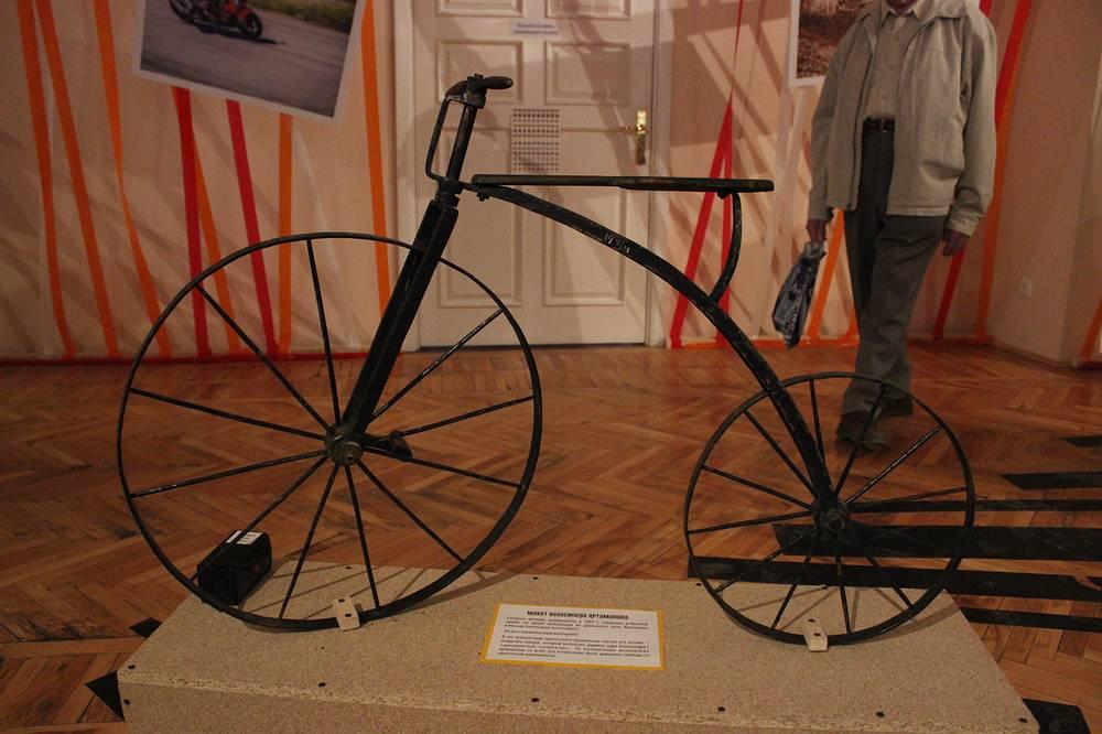 Макет велосипеда Ефима Артамонова, по легенде изобретенного уральским крепостным в 1801 году
