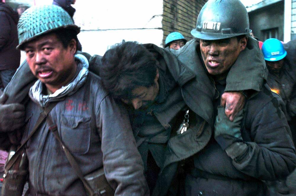 """27 ноября 2005 года в Китае 171 человек погиб в результате взрыва рудничного газа на шахте """"Дунфэн"""" близ города Цитайхэ в провинции Хэйлунцзян"""