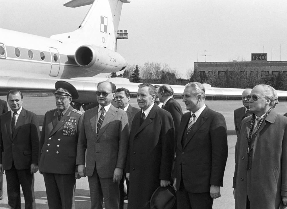 Войцех Ярузельский во время визита в Москву, 1984 год. На фото: Дмитрий Устинов, Войцех Ярузельский, Андрей Громыко, Константин Русаков (слева направо)