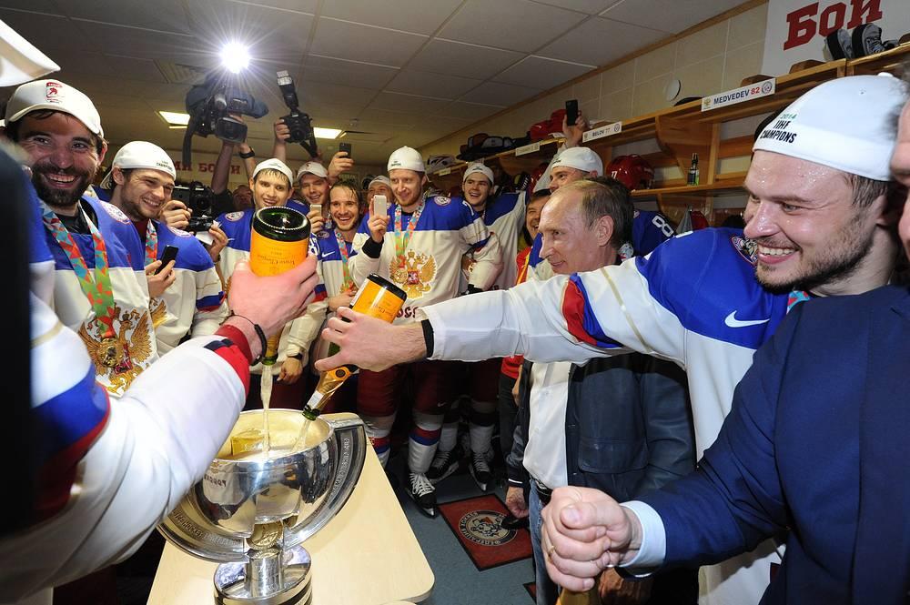 Президент России Владимир Путин поздравил игроков сборной России с победой