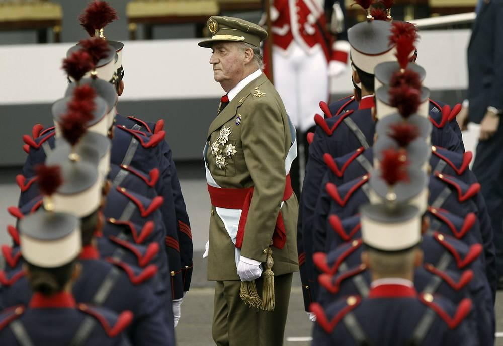 Король Хуан Карлос I во время военного парада, 2012 год