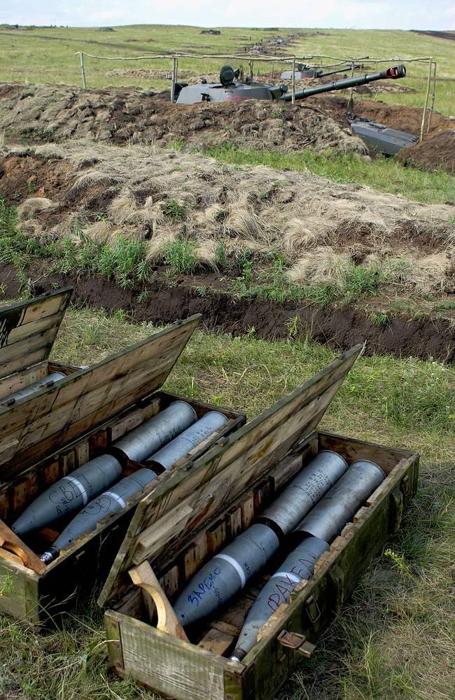 """Архив.122-мм гаубица """"Гвоздика"""" и снаряды"""