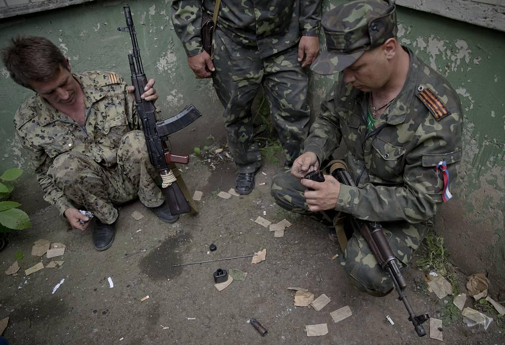 3 июня руководитель пресс-службы провозглашенной Луганской народной республики заявил, что в результате ракетного удара истребителя ВВС Украины по зданию обладминистрации в Луганске погибли восемь человек, 28 пострадали