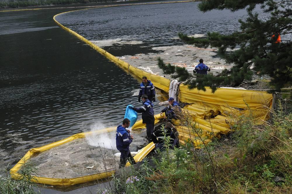 """Росприроднадзор оценил экологический ущерб в 469,4 млн руб. В августе 2012 года арбитражный суд Хакасии удовлетворил иск Росприроднадзора о взыскании с собственника ГЭС - ОАО """"Русгидро"""" - 110,6 млн руб."""