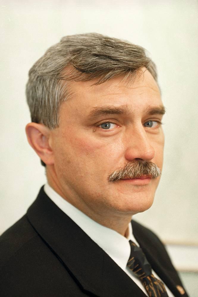 Георгий Полтавченко в период работы полномочным представителем президента РФ по Центральному федеральному округу. 2000 год