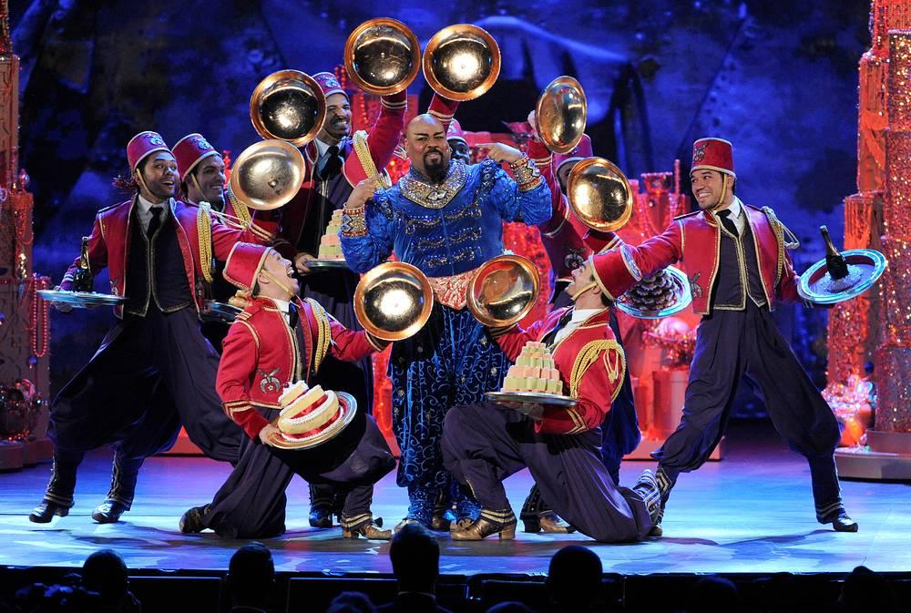 "Джеймс Монро Иглхар в отрывке из спектакля ""Алладин"" на церемонии вручения премии Tony Award"