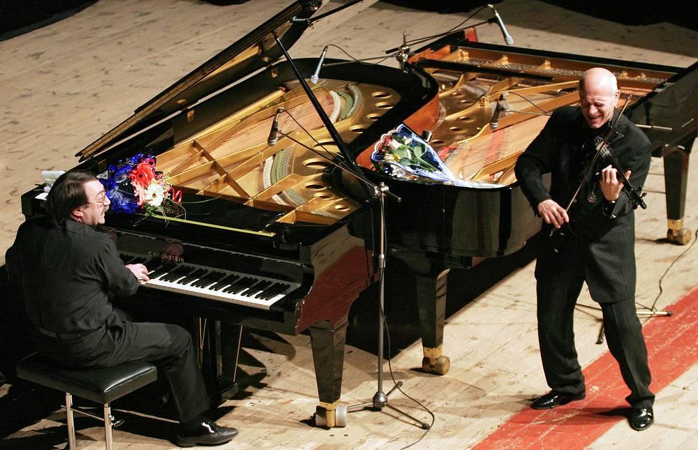 Пианист Даниил Крамер и профессор, художественный руководитель Санкт-Петербургской филармонии джаза Давид Голощекин  во время выступления