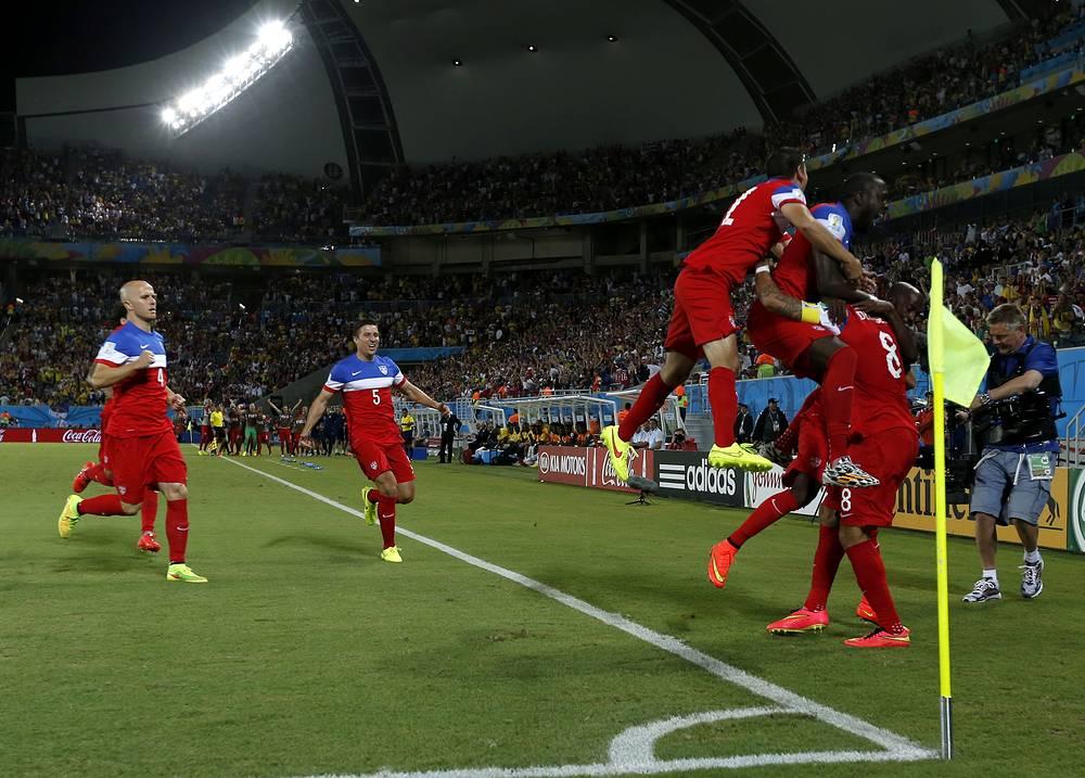 Радость футболистов сборной США после гола